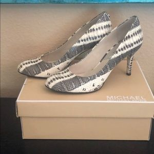 Michael Kors Shoes - Michael Kors pumps/leather